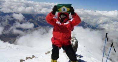 Rosier Alexandre chega ao cume do Everest